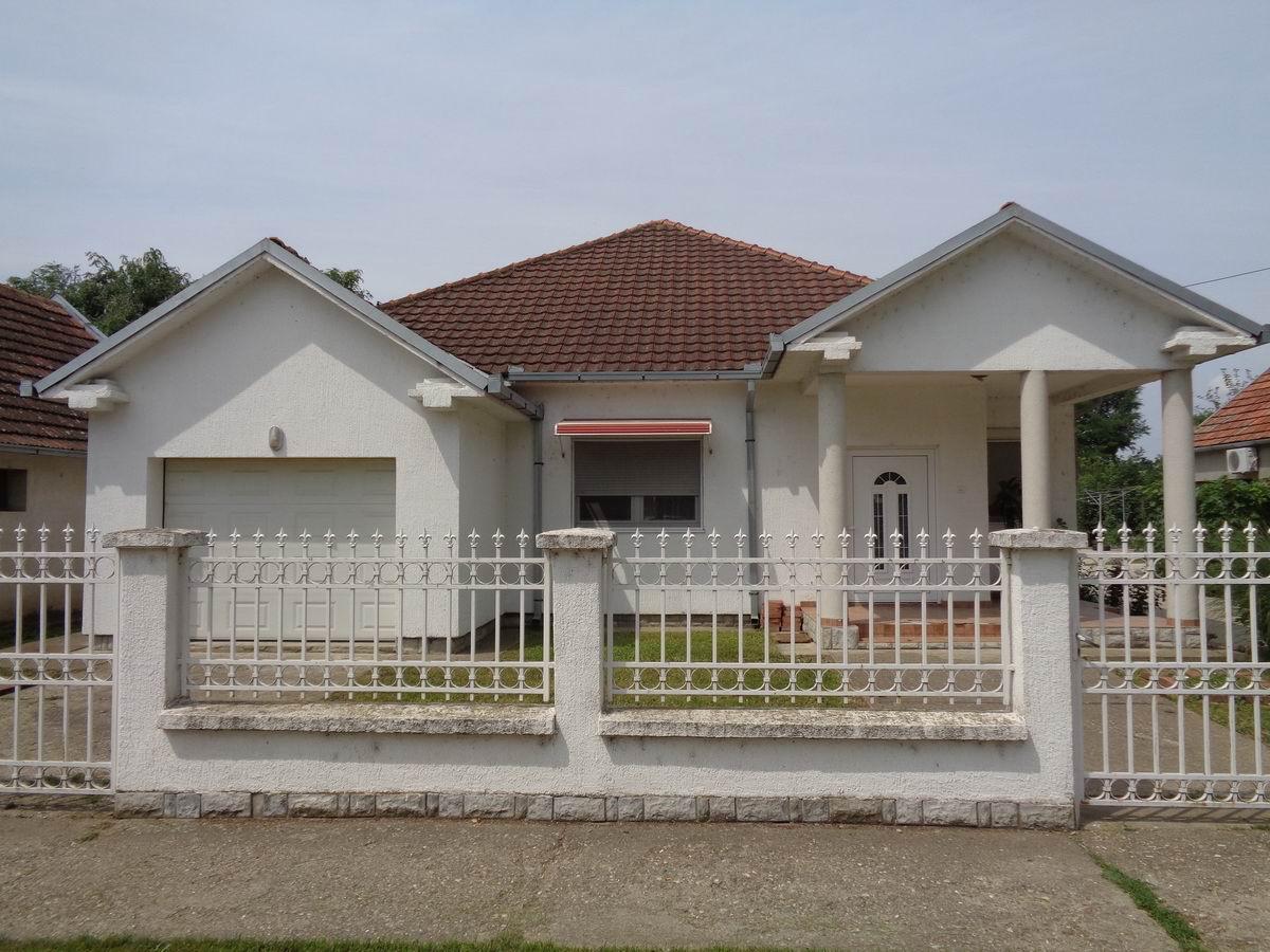 Dve novije kuće u Melencima k_0967