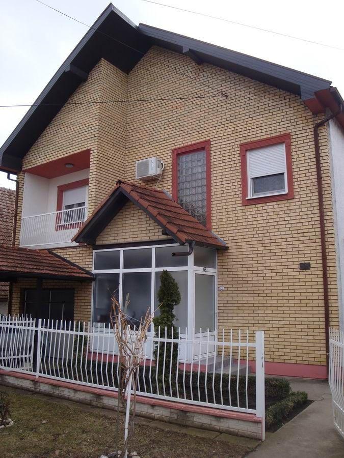 Kuća na gradnulici k_1050