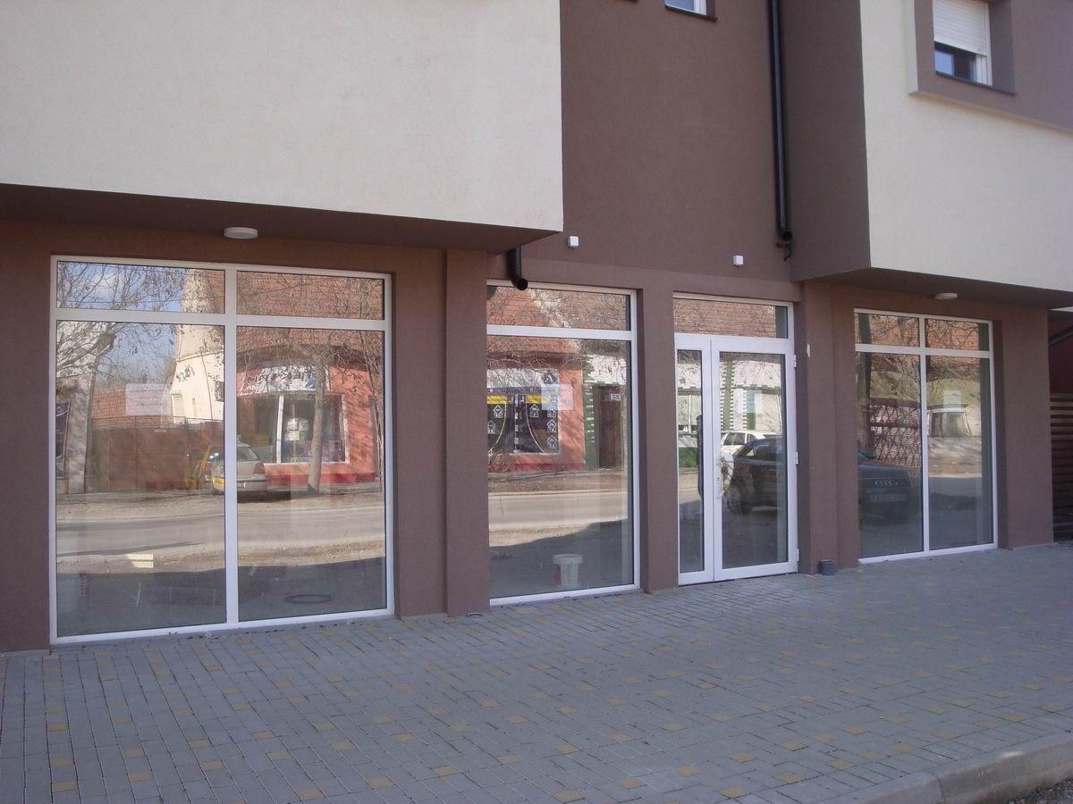 Poslovni prostor za izdavanje na Lesnini i_32