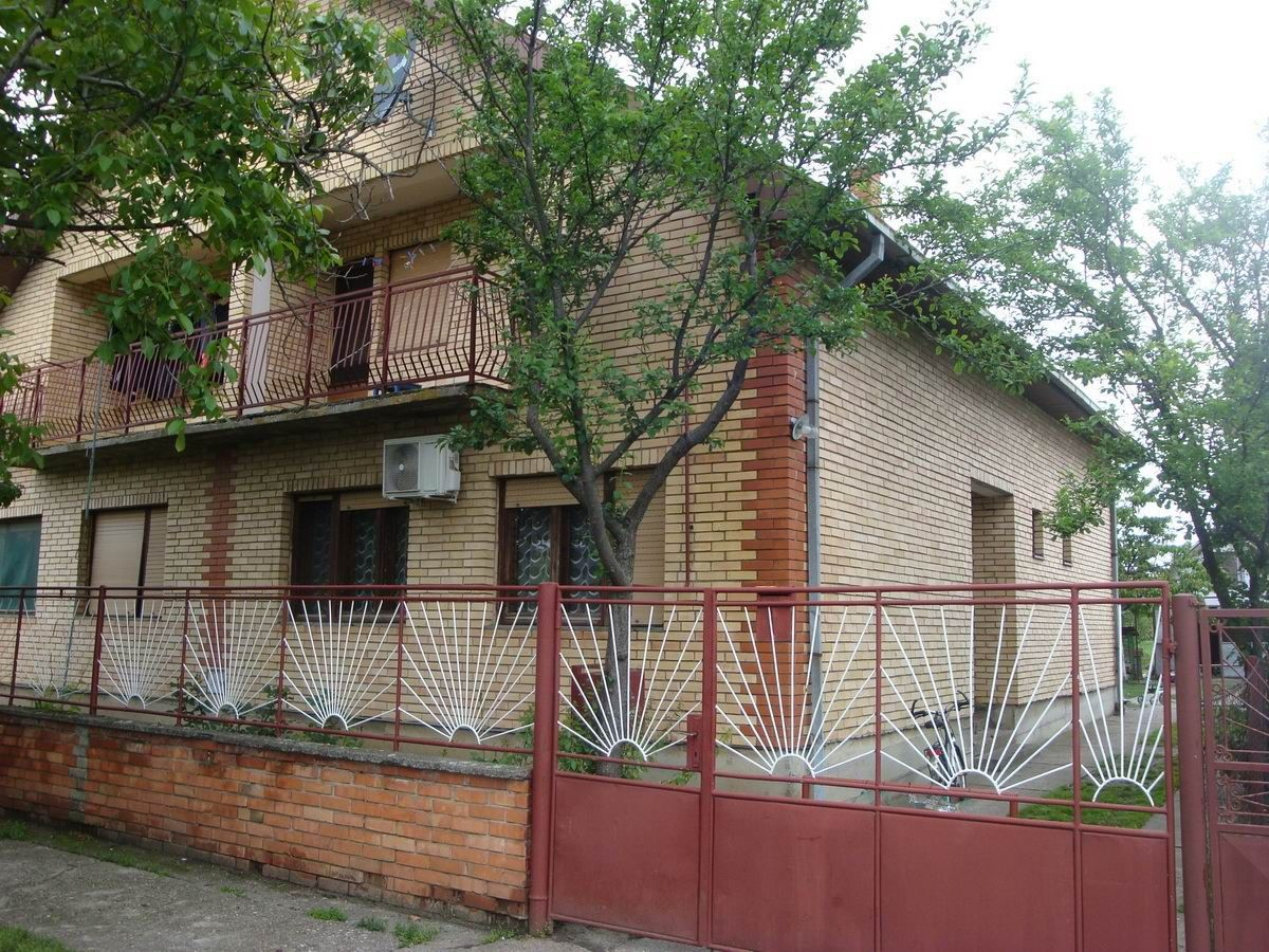 Kuća u Lazarevu k_1112