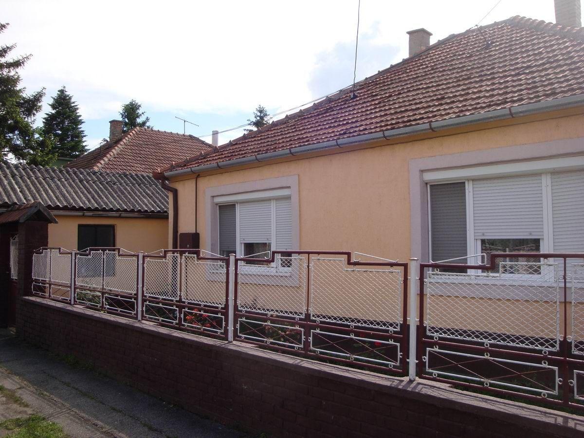 Kuća sa dve stambene jedinice na Bagljašu k_1116
