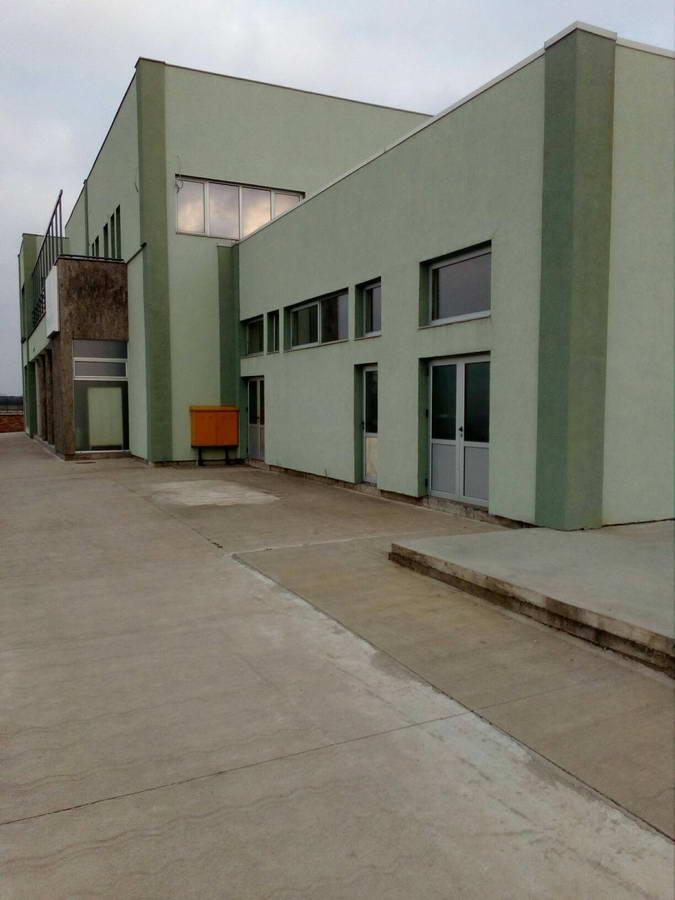 Poslovni prostor za izdavanje u Industrijskoj Zoni i_43
