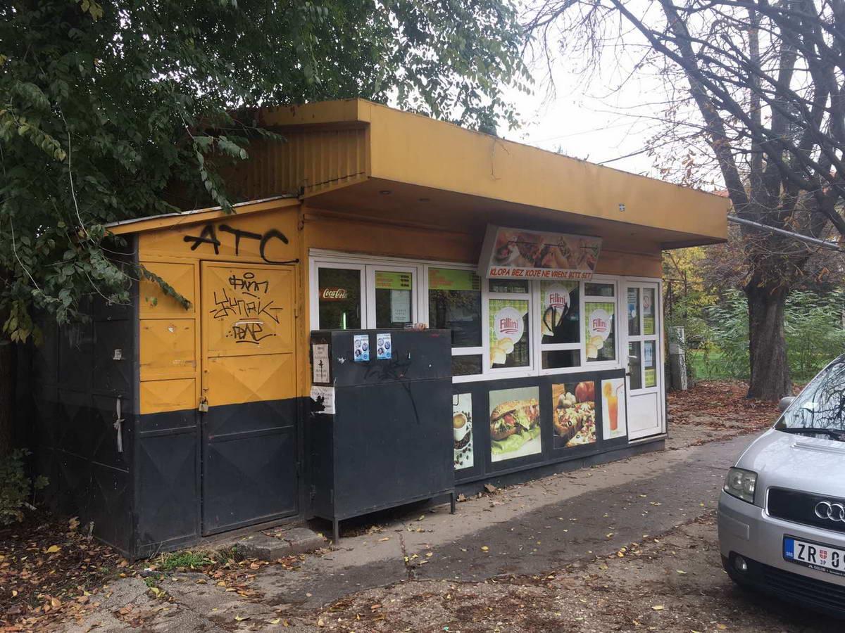 Kiosk brze hrane u Maloj Americi l_130