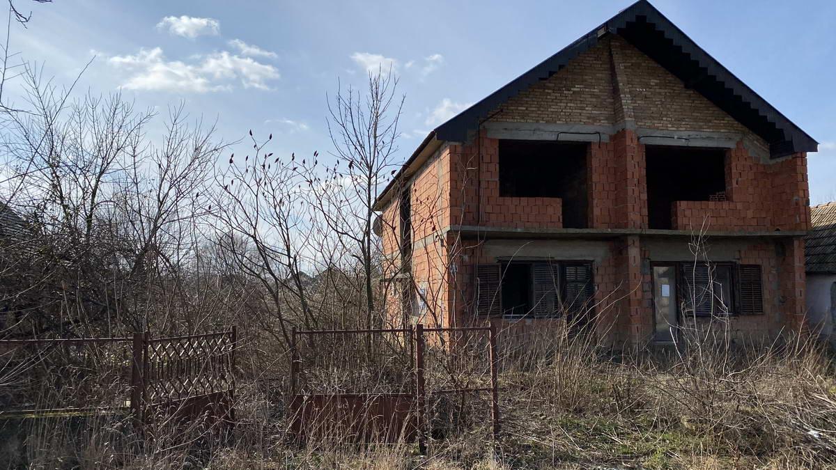 Nezavršena spratna kuća u Ečki k_1323