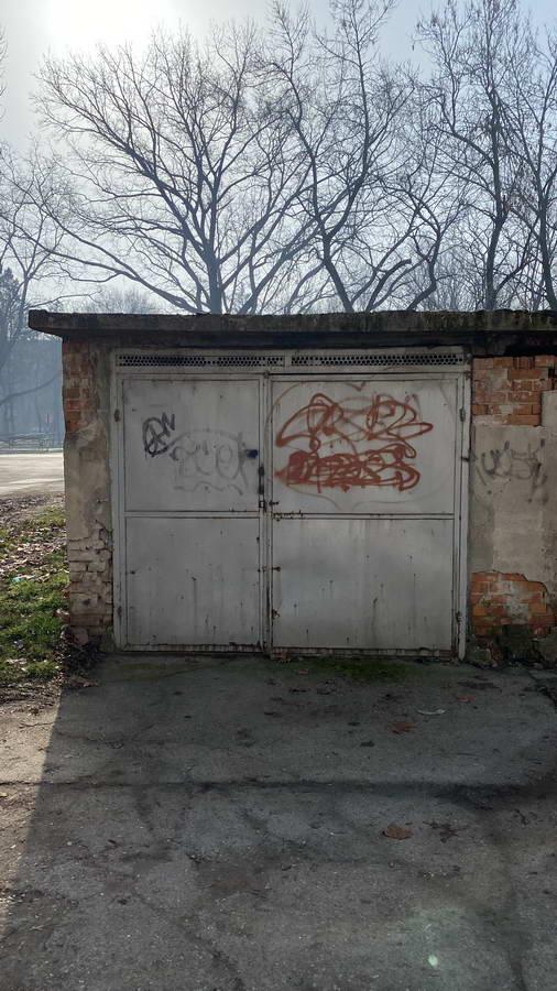 Neuknjižena garaža u naselju Ruže Šulman l_134
