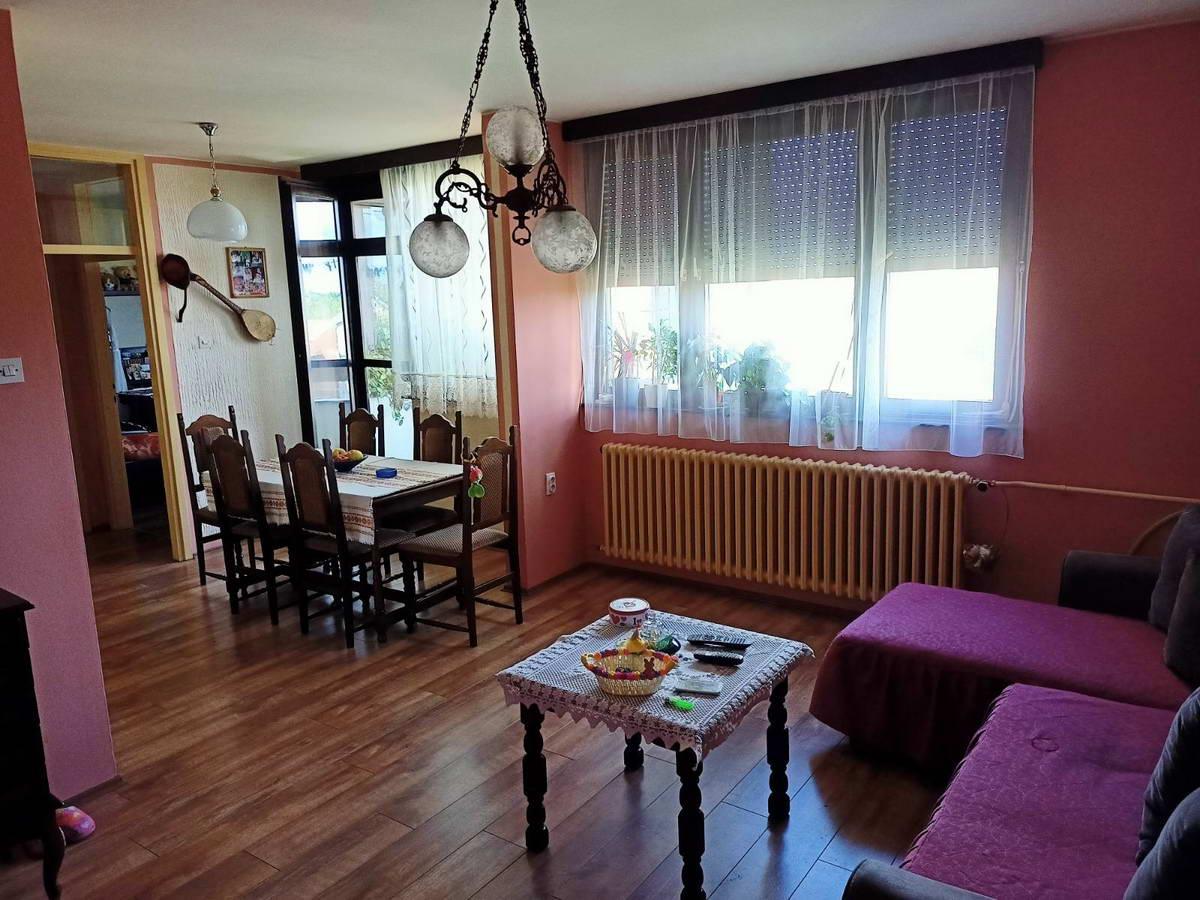Stan u naselju Brigadira Ristića s_835